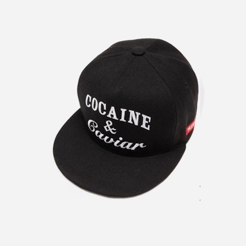 프리미어 스냅백 COCAINE & CAVIAR 블랙/화이트